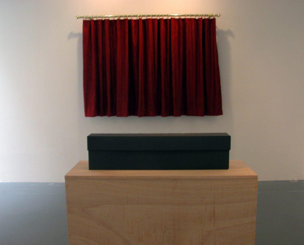 curtain, 150 x 200 cm, black box, 21 x 86 x 14 cm