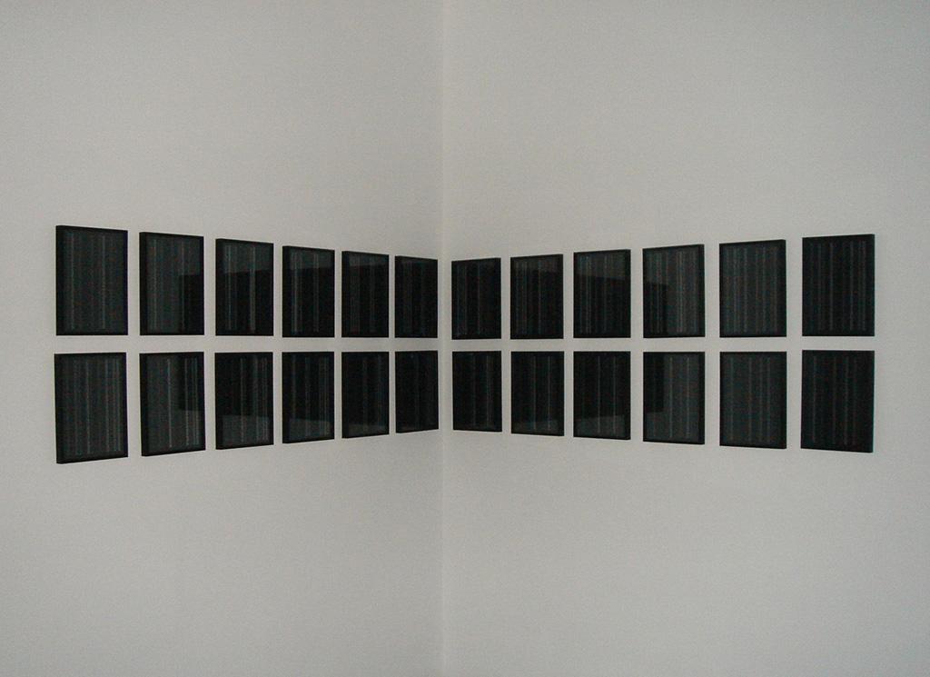 2007 écriture dérivée du système des fuseaux horaires 24 impressions jet d'encre sur papier encadrées 32,5 x 23 cm chacune oeuvre unique