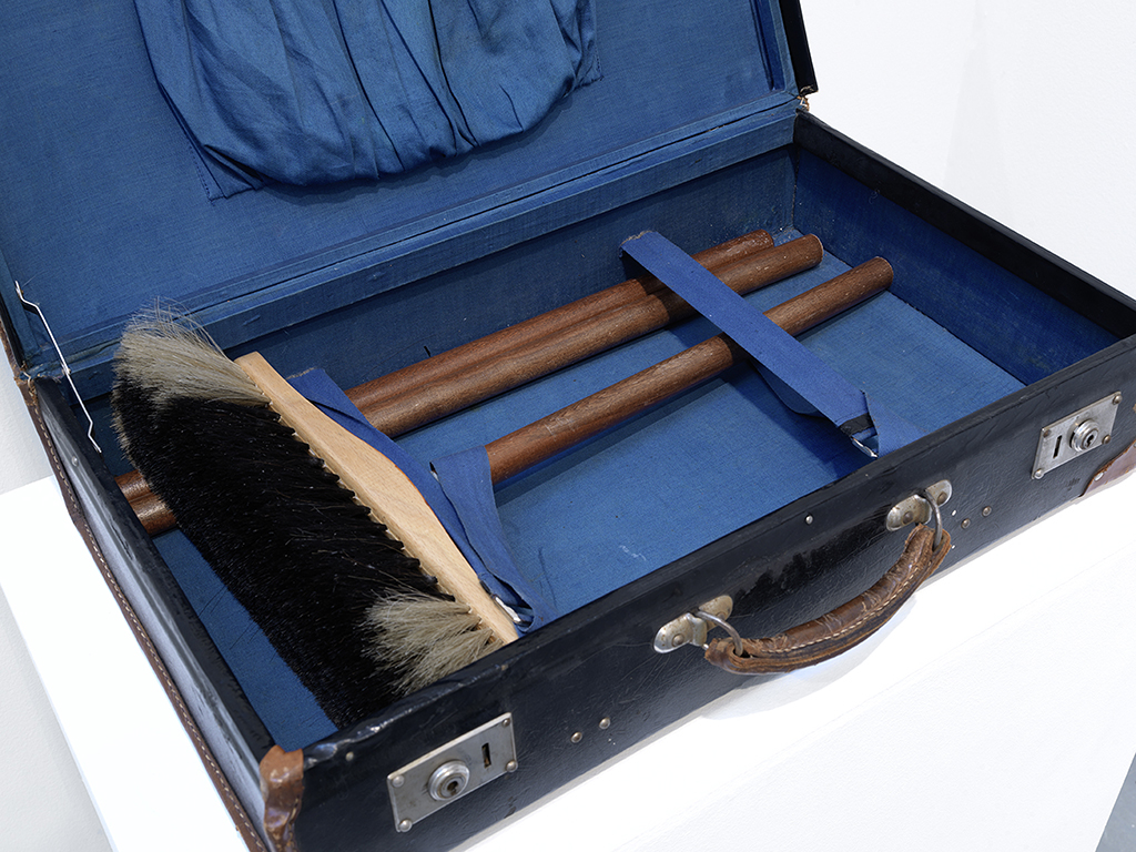 suitcase, broom, 42 x 55 x 35 cm