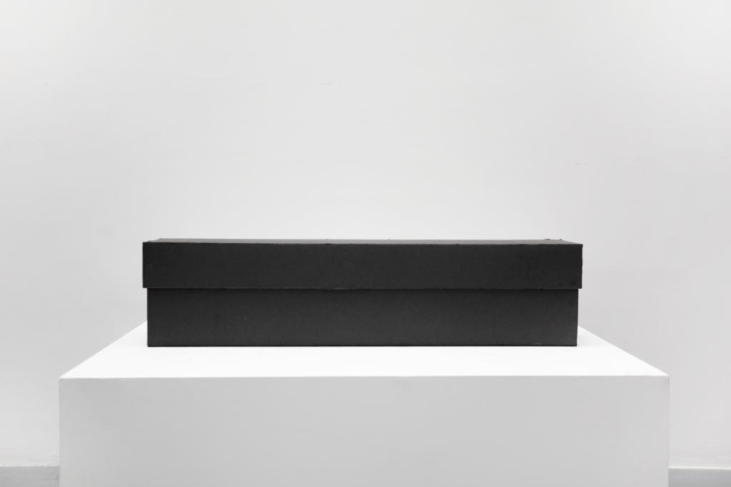 black box, 21 x 86 x 14 cm