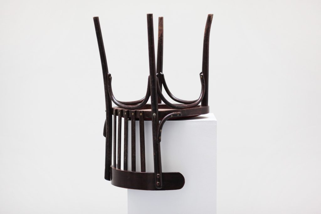 chair on pedestal, 130 x 40×40 cm