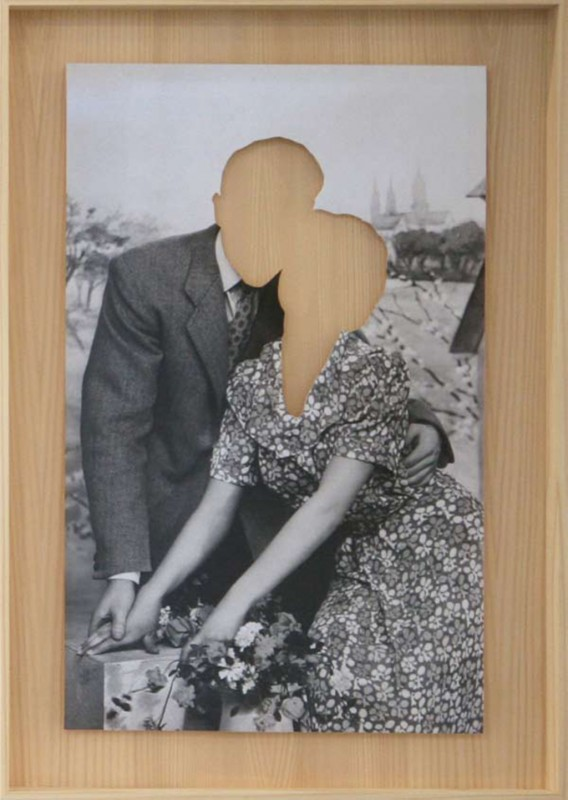 b/w photo clipped in a wooden frame, 53,5 x 37,5 cm