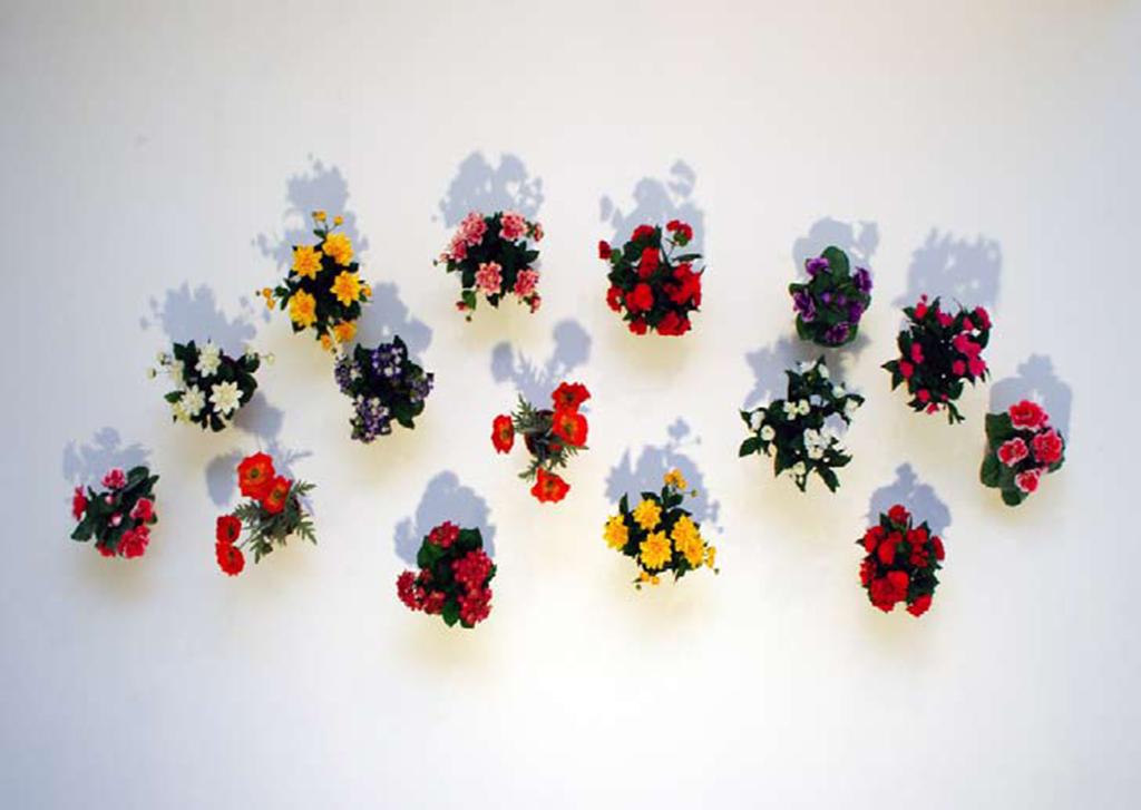plastic flowerpots, 100 x 300 x 40 cm overall