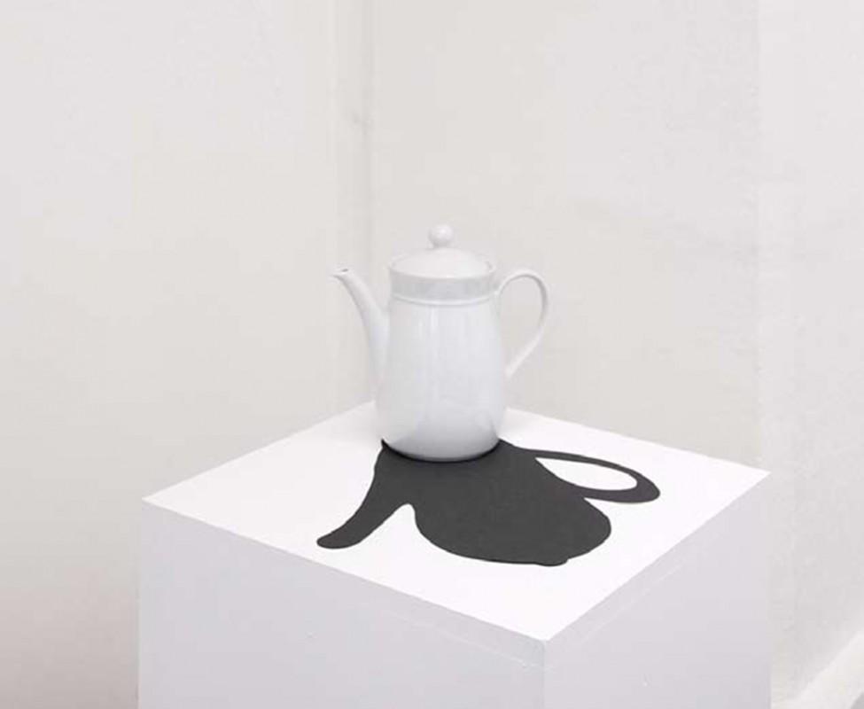 porcelaine teapot, black paper, 30 x 40 x 40