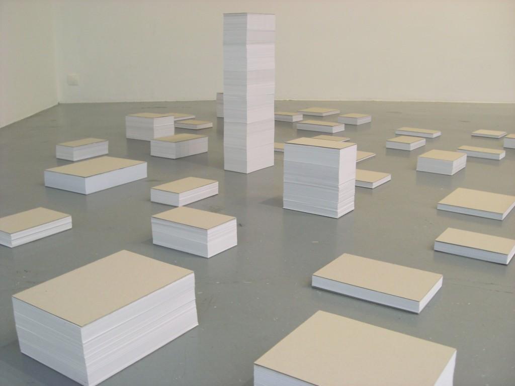 2012, triptyque, avec certificat et notes d'installation  <br> – ouvrage de référence impression numérique sur papier, 12,6 x 19 cm <br> – 1850,967388 m2, 74776 pages, 37388 feuilles de papier blanc, 70 g/m2 en 54 piles de formats différents, dimensions variables <br> – 3402,375 cm2, wall drawing, peinture noire, dimensions variables, édition de 4 exemplaires uniques <br> wall drawing / rectangle 8,88 x 383 cm <br> wall drawing / rectangle X x 2X <br> wall drawing / triangle équilatéral <br>  wall drawing / triangle rectangle