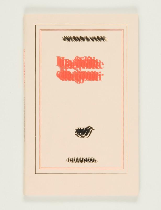 2007, édition cousue, 11,5 x 18,5 cm, 32 pages sérigraphiées sur papier vélin 120g, couverture sérigraphiée, édition de 60 exemplaires numérotés et signés <br> <br> Cette édition reproduit La folie du jour de Maurice Blanchot telle qu'elle est parue aux éditions Gallimard (2002). Les deux livres, le format, la mise en page, la typographie, le papier sont identiques mais le texte a été caviardé c'est-à-dire surimprimé plusieurs fois jusqu'à l'illisibilité. Cette expérience d'une soi-disante illisibilité est précisément une lecture : une lecture ralentie, redéfinie, éternisée, dérivée, ouverte à l'image.