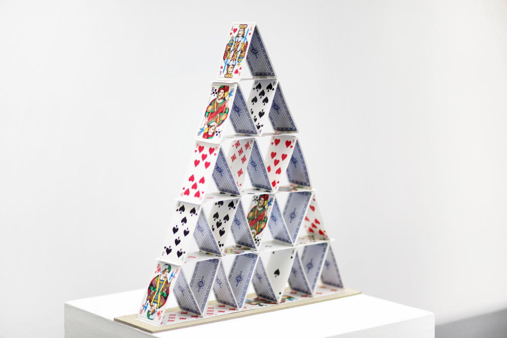 playing cards, 45 x 43 x 10 cm