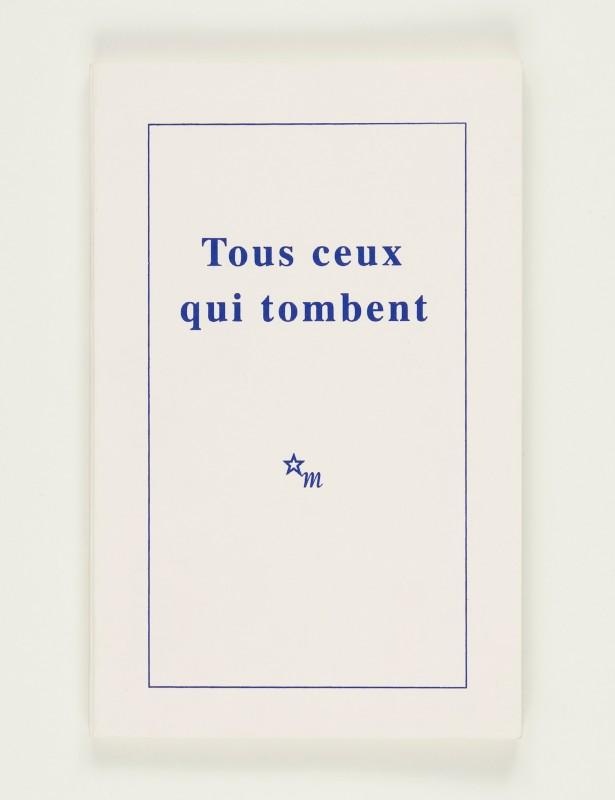 2007, édition brochée, 11,5 x 18 cm, 80 pages imprimées sur papier vélin 90g, couverture sérigraphiée, édition de 60 exemplaires numérotés et signés <br> <br> L'ouvrage se présente comme la réplique de l'édition de la pièce de Samuel Beckett intitulée Tous ceux qui tombent parue aux éditions de Minuit (1957). Mais en ne gardant que les didas- calies et la ponctuation, le texte, le récit, les mots n'existent plus dès lors que de manière fantomatique. Ce livre est comme une partition, une chorégraphie hantée par la parole.