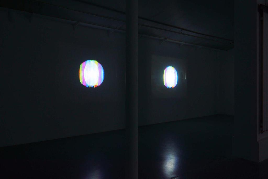 2005-2013 installation 17 vidéos couleur son durée 6'17» oeuvre unique (vue d'installation à la galerie)