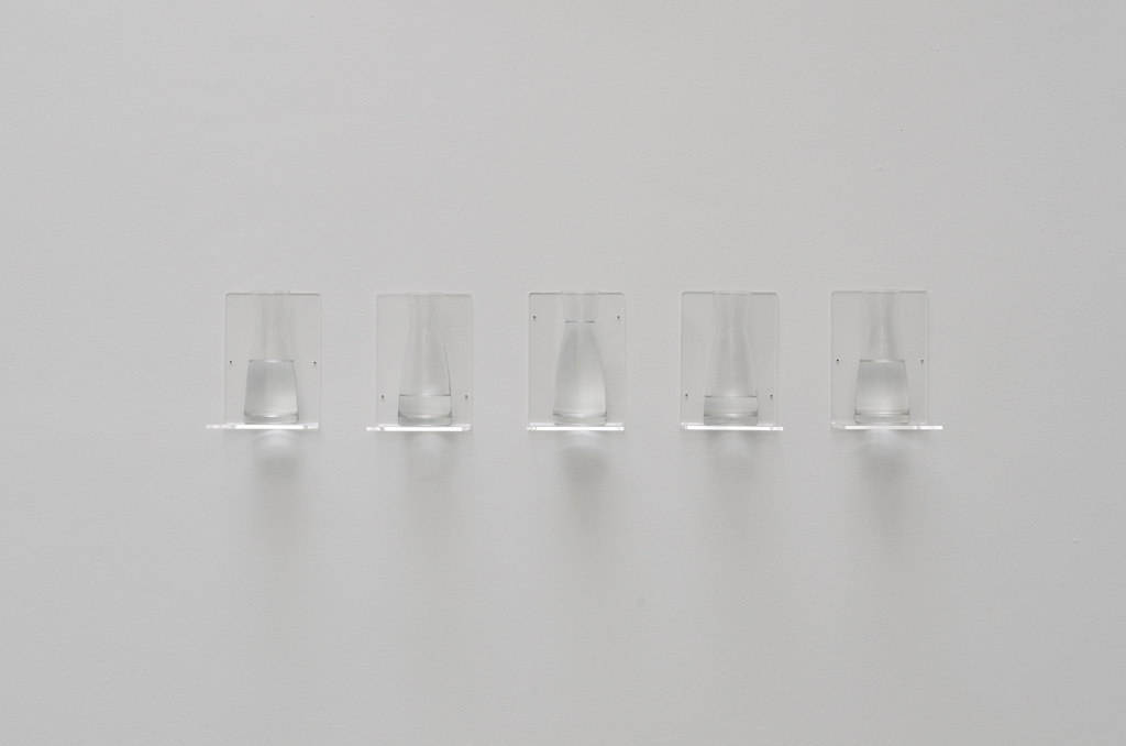 2014, plexiglas shelves, 5 vases and water, 17 x 88 x 12 cm, unique work in a series