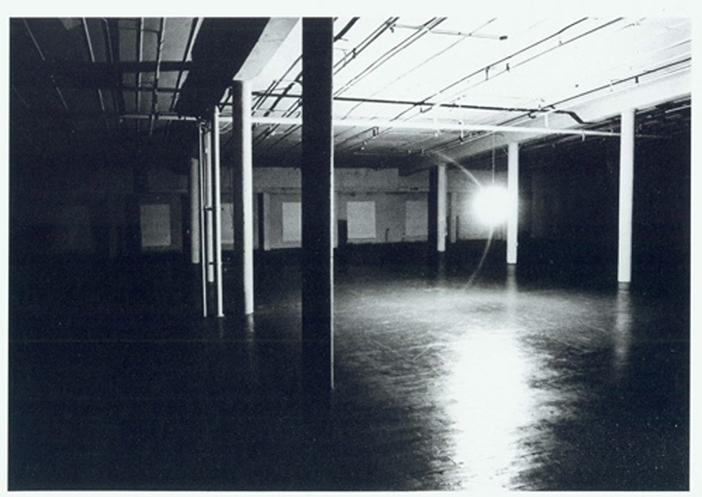 1975, site-specific installation, altered room with windows, electric light bulb, time schema, statement, one cycle of 24h, unique work in an edition of 5 <br> <br> A continuous installation in which the film is no longer an object but rather an entire three-dimensional field, extended in time. The visitor is surrounded both spatially and durationally.