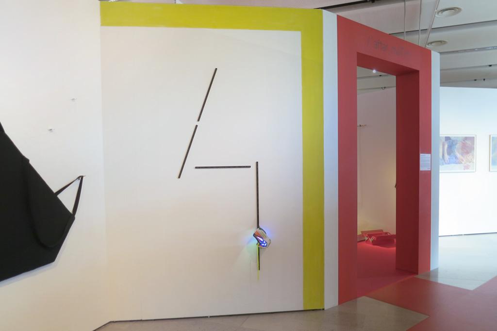 2015, basket, leds clignotantes, circuit électronique, crémaillères, équerres, mur peint, dimensions variables, œuvre unique