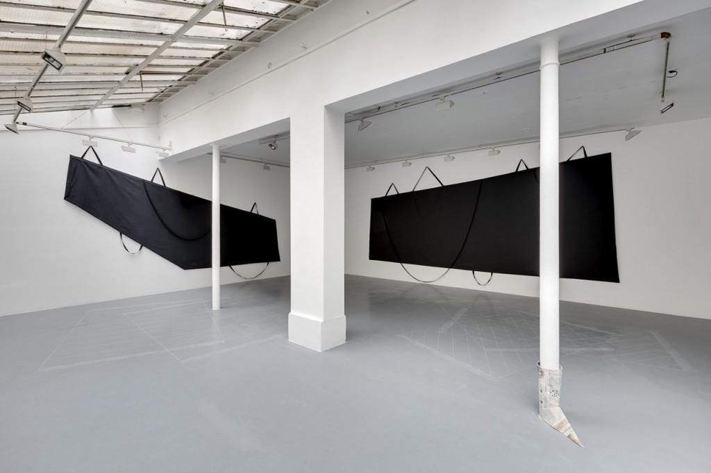 Noir moyen, Titre deux à usage unique, et Jadis le monde photo : Romain Darnaud