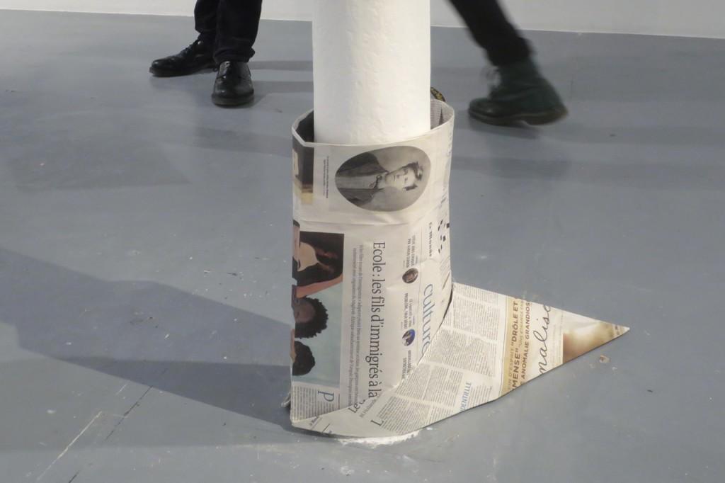 2016, papier journal plié, 107 x 107 cm, édition de 10 exemplaires – photo : Romain Darnaud