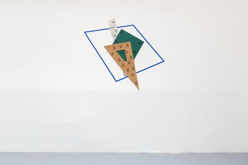 2016, liège, caoutchouc, metal, marqueur, scotch bleu, dimensions variables, oeuvre unique – photo : Romain Darnaud