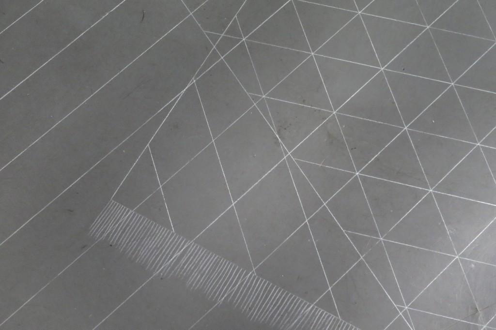 detail, 2016, dessin au sol, pastel blanc, 390 x 350 cm, oeuvre unique avec plan de montage  – photo : Romain Darnaud