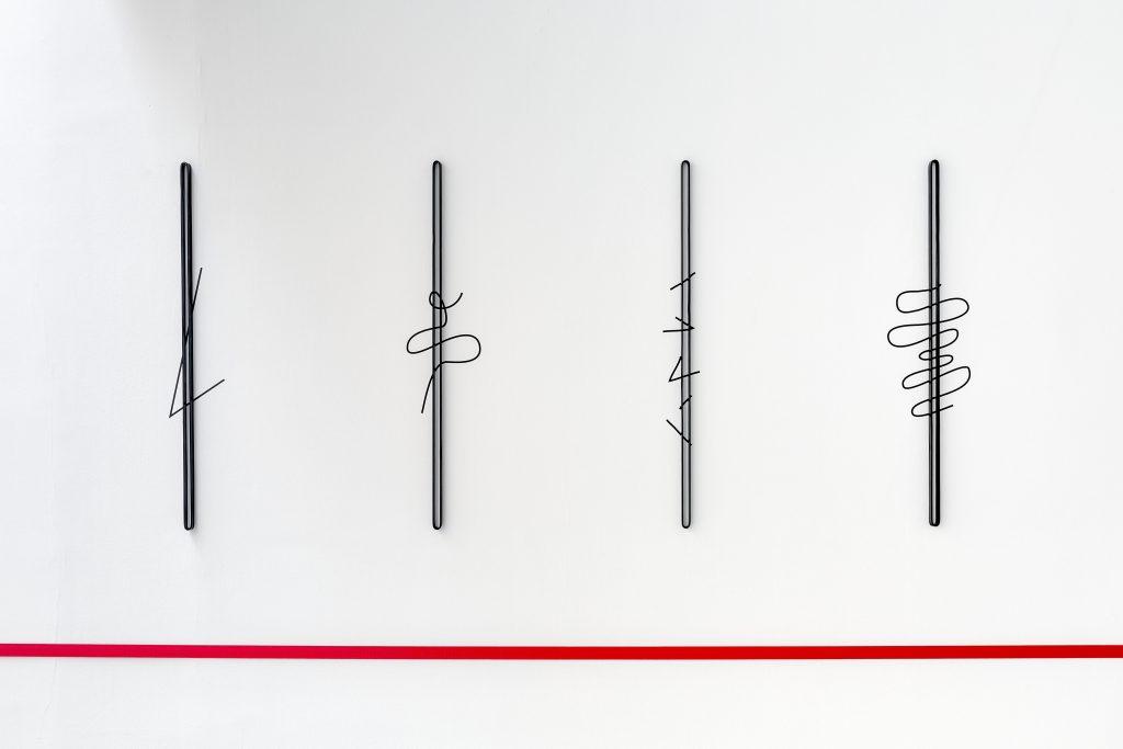 2017 vinyl adhésif noir et divers matériaux dimensions variables oeuvres uniques