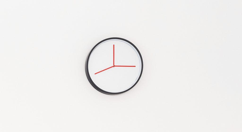 2017 horloge et papiers collés diamètre 30 cm oeuvre unique