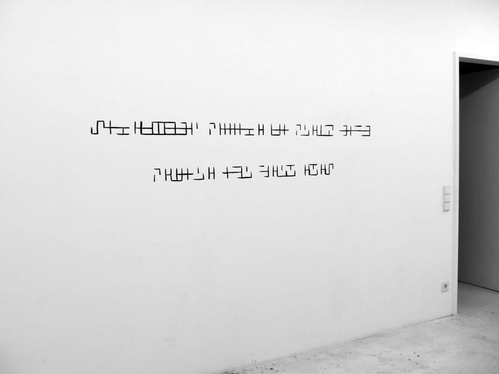 2016, dessin in situ, encre (gris ardoise) sur mur, dimensions variables