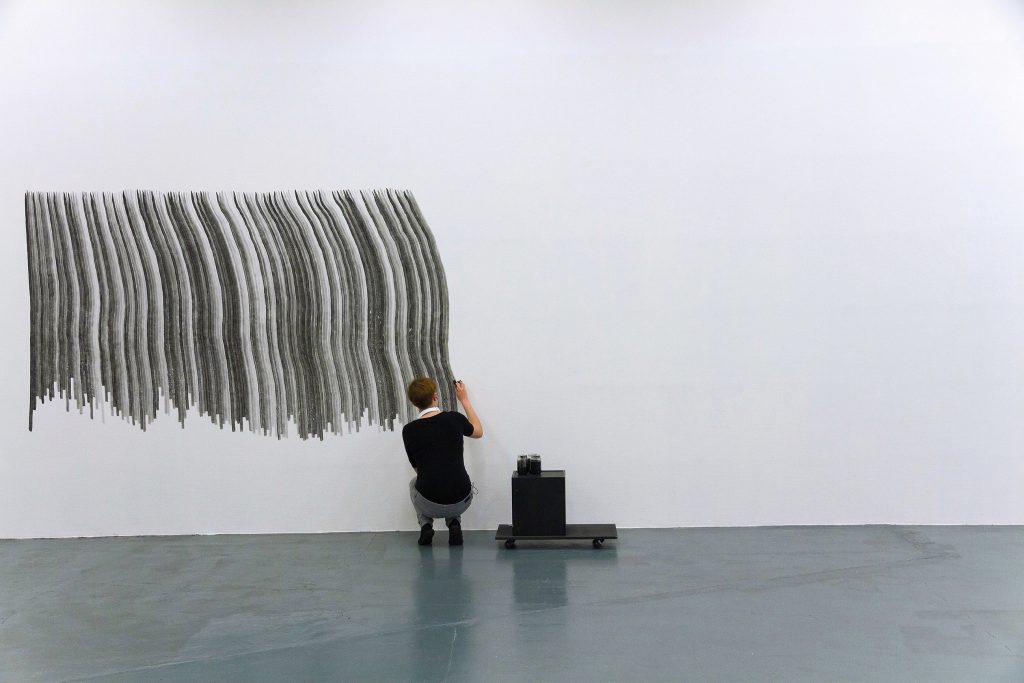 depuis 2011, dessin in situ, action performative de dessin, encre de chine sur mur, pinceau petit gris pur, dimensions variables
