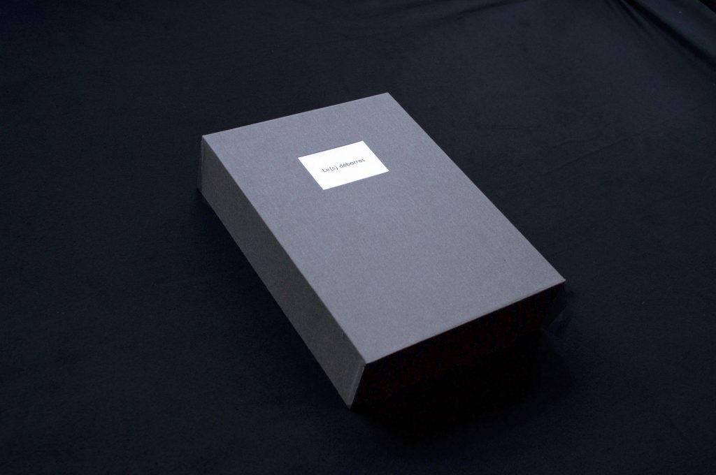 2014-2015, book-object containing Le Débarras in its script version, an interview with the art historian François Trahais, and a white book, anticipating an interview the artist will experience with the collector of this piece. Edition of 8 + 1AP.  Design and technical production: Pierre Martin-Vielcazat & Atelier Dreieck