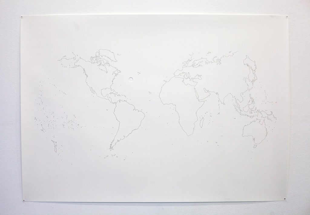 BESIDE, ON THE OTHER SIDE, 2018, Découpe et dessin sur papier, 70×100 cm