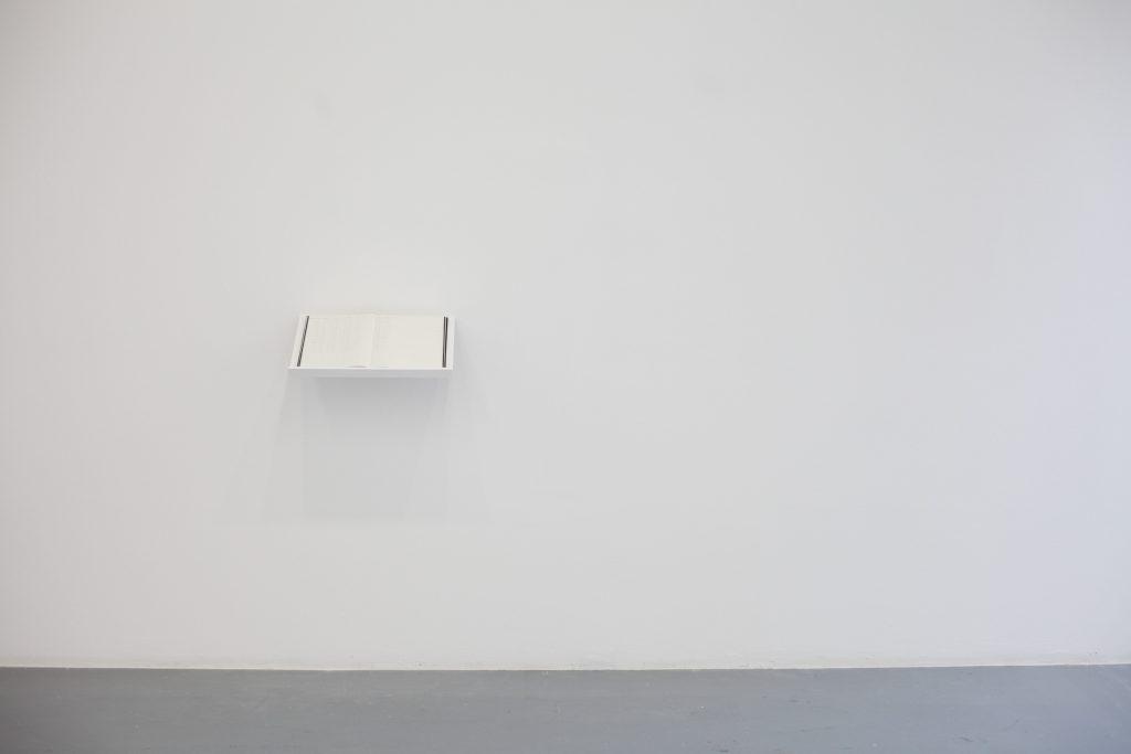 36°92 163 / 27° 56 917, 2018, Livre sur lutrin, 32,6 x 46,6 cm